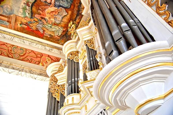 Orgel und Deckengemälde